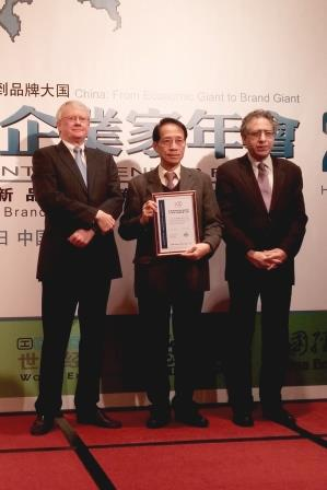 Mr wong receiving HK 100 most influential cert